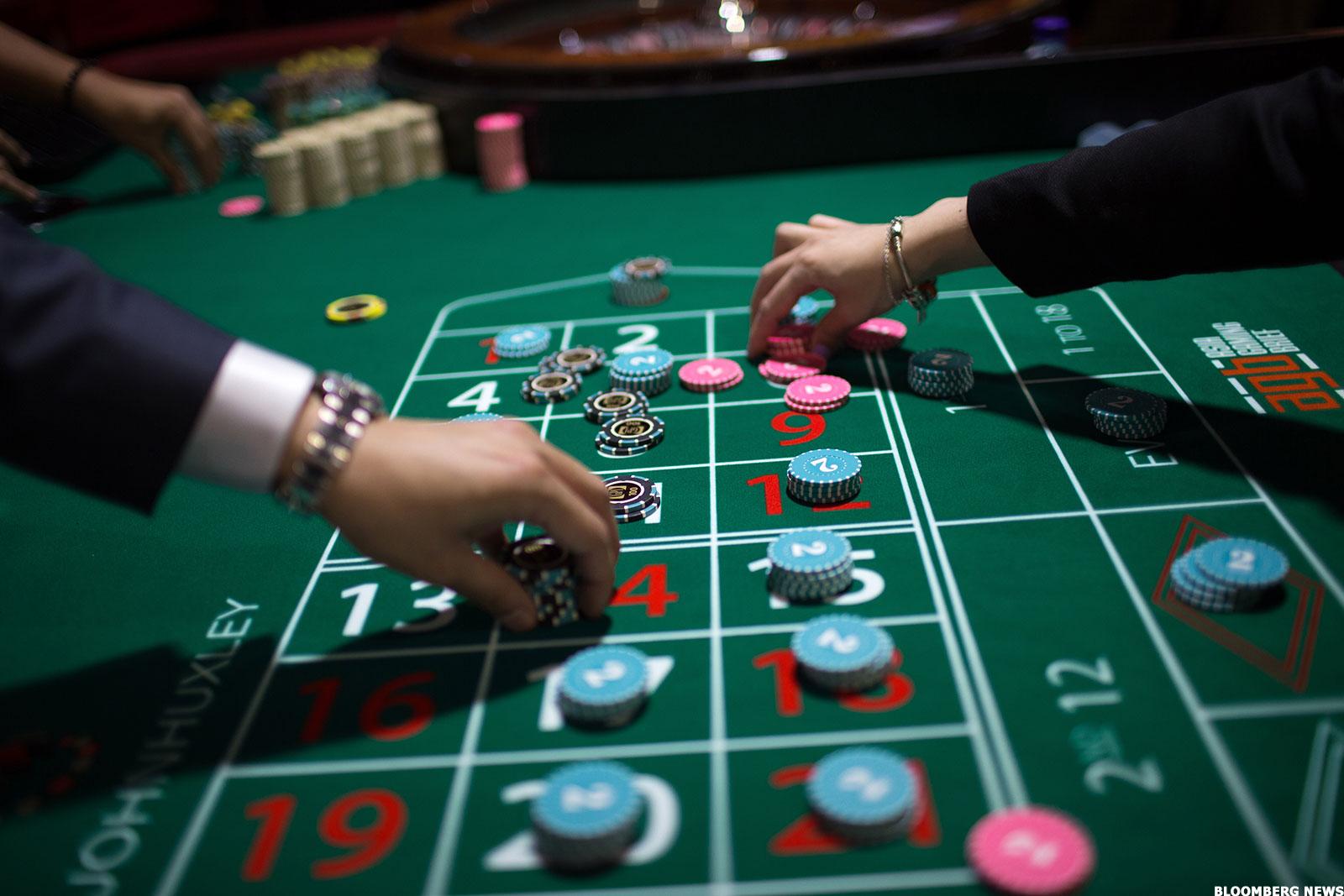 Секреты казино как из игроков вытягивают деньги - BBC News.